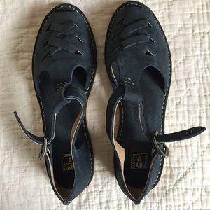 New Frye Navy Holly Fisherman sandals. Size 8